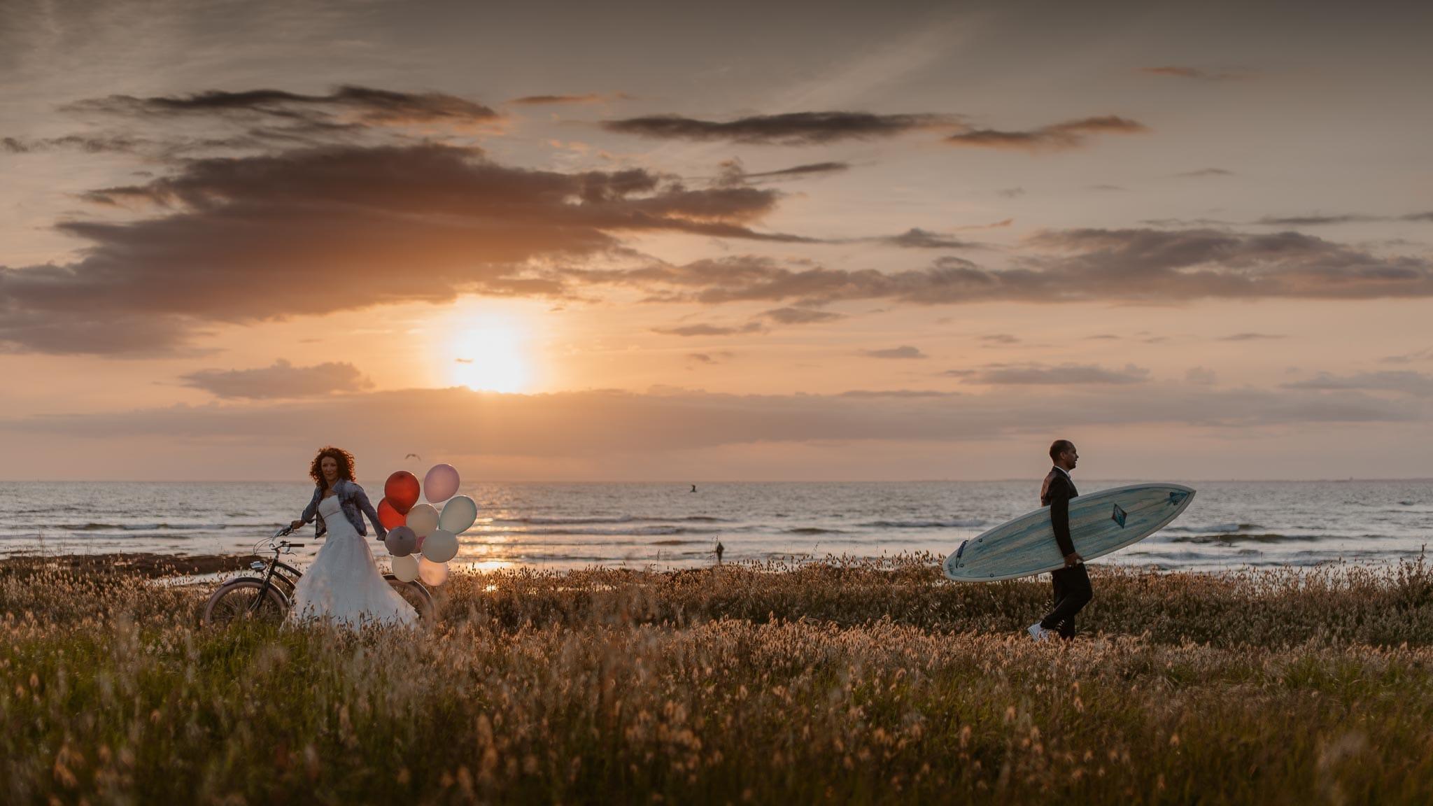 Séance couple après mariage chic & bohème sur la plage au bord de l'Océan près de la Baule par Geoffrey Arnoldy photographe