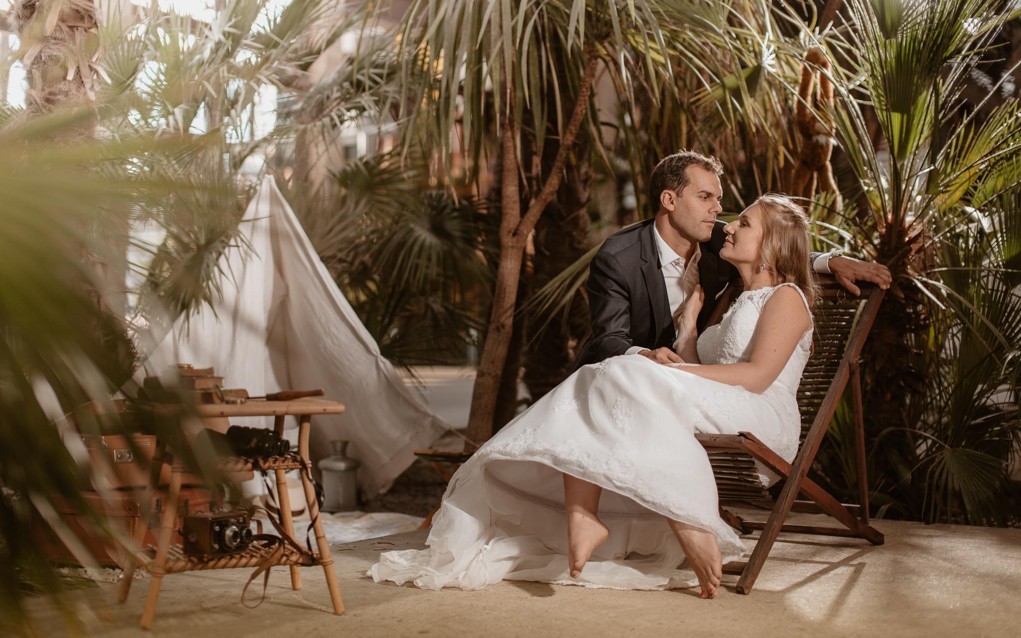 photo d'une séance couple après mariage mise en scène poétique & romantique sur le thème du voyage sous les nefs à Nantes par Geoffrey Arnoldy photographe