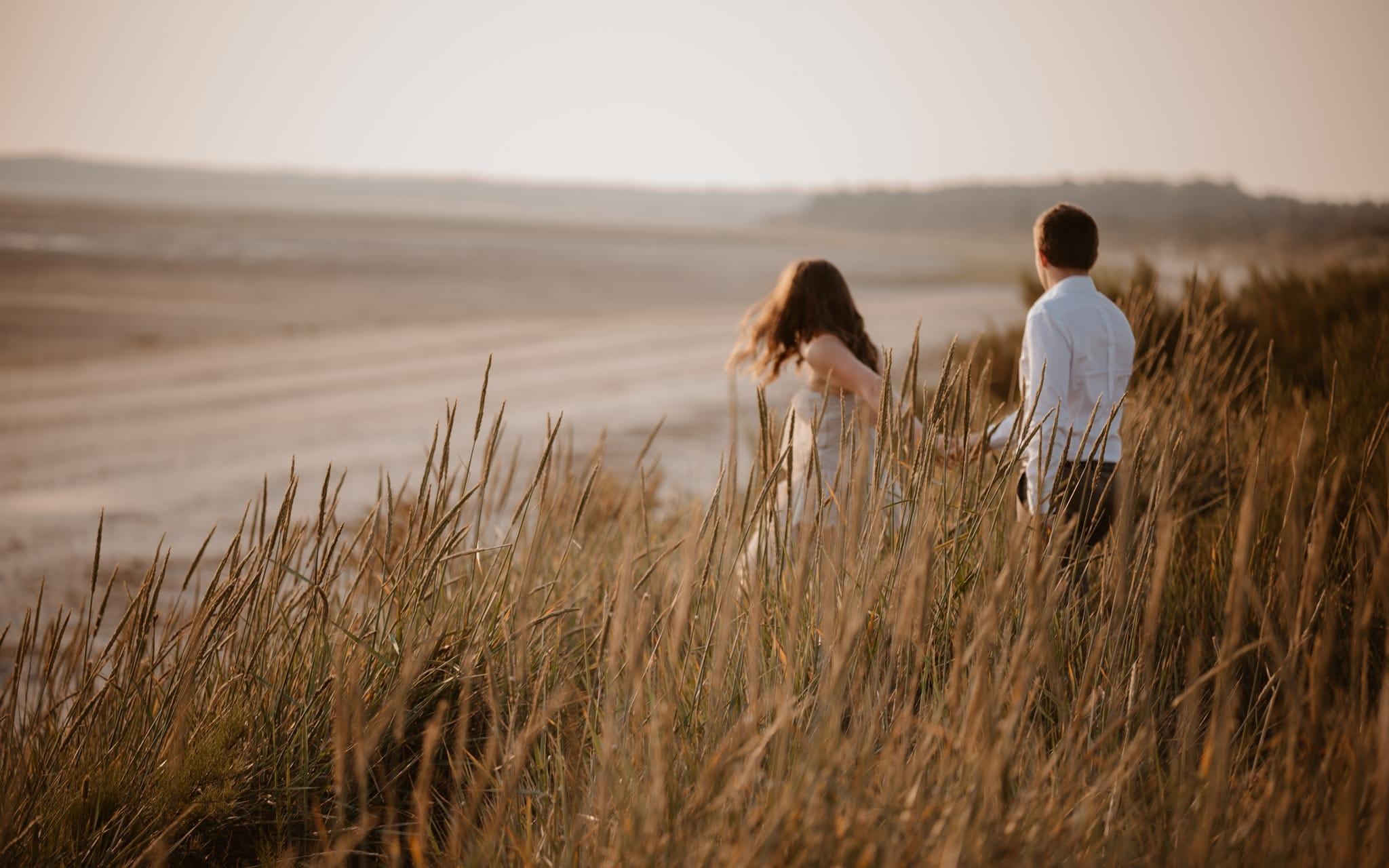 séance engagement romantique d'un couple sur la plage en côte d'Opale par Geoffrey Arnoldy photographe