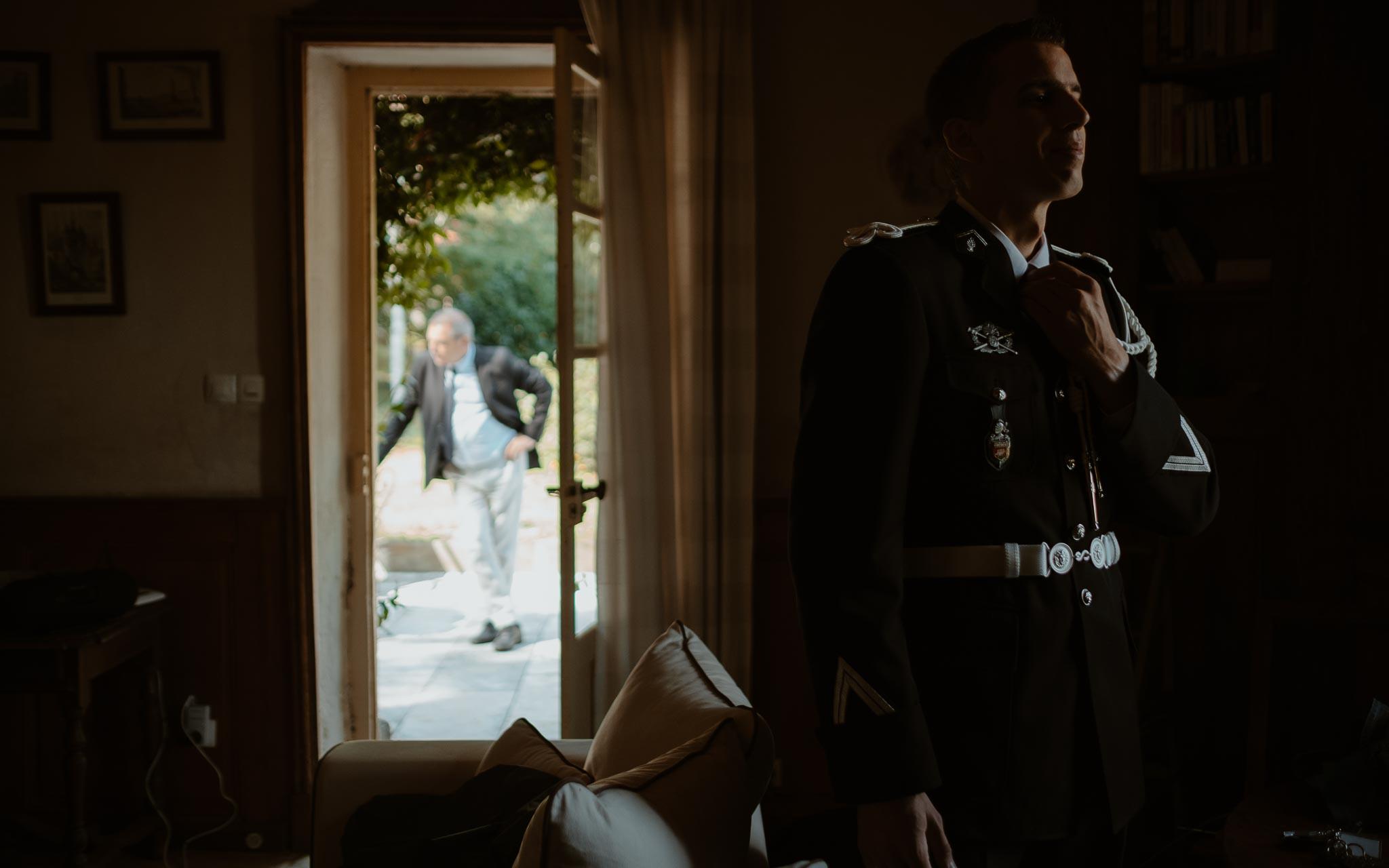 photographies d'une mariée chic et d'un gendarme à Angers et Durval
