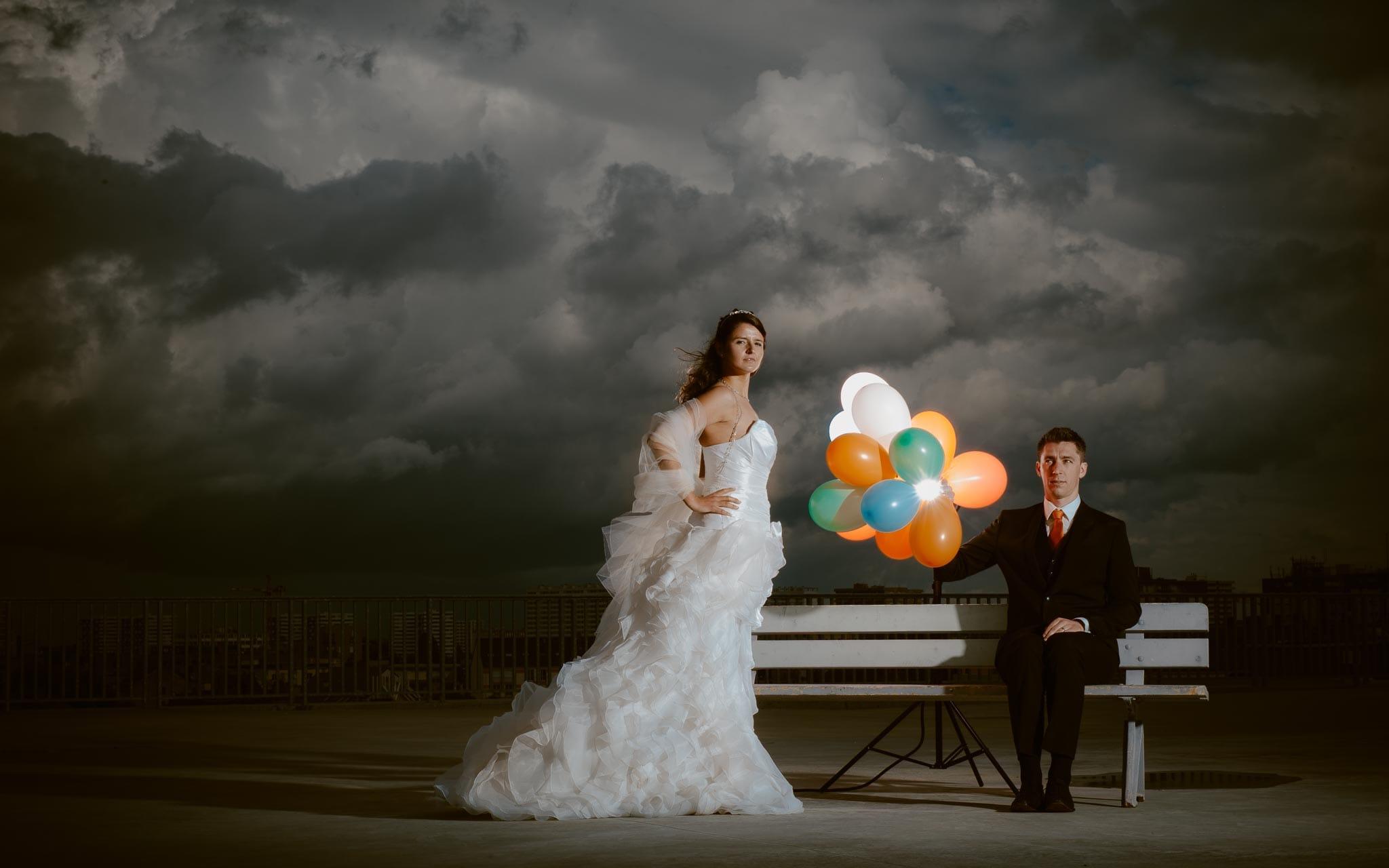 Séance couple après mariage graphique & poétique dans une ambiance industrielle près de Nantes par Geoffrey Arnoldy photographe