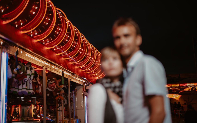 séance photo d'un couple d'amoureux à la fête foraine de Nantes par Geoffrey Arnoldy photographe