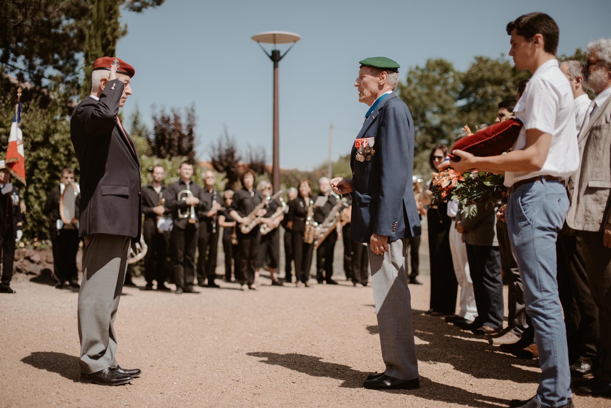 Reportage photo d'un événement familial pour la remise de la légion d'honneur de Yves en Auvergne par Geoffrey Arnoldy photographe