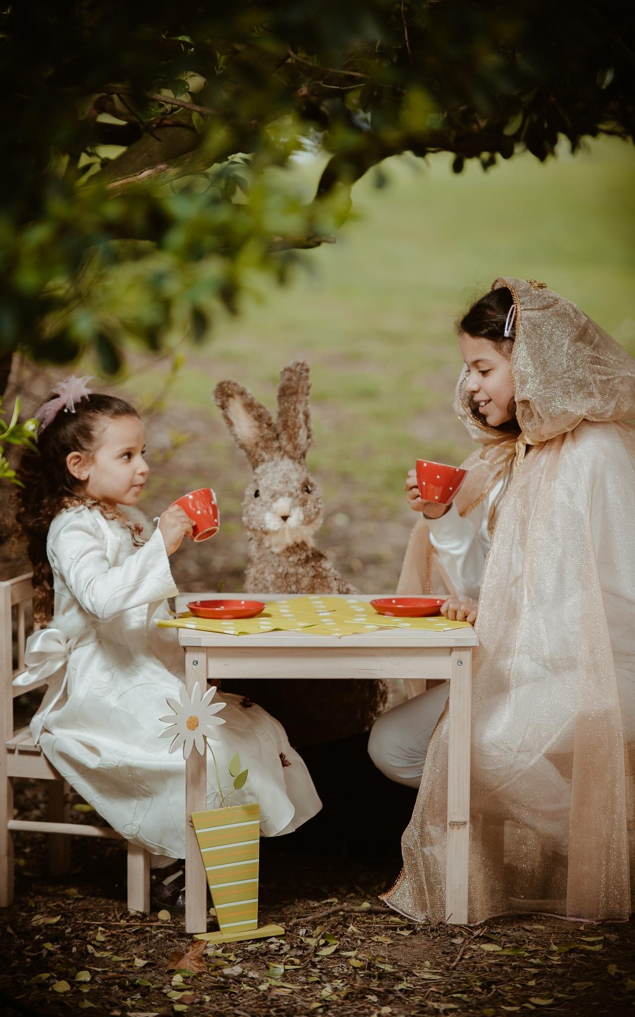 Séance photo lifestyle de famille d'un papa et des deux filles en région parisienne à bry sur marne par Geoffrey Arnoldy photographe