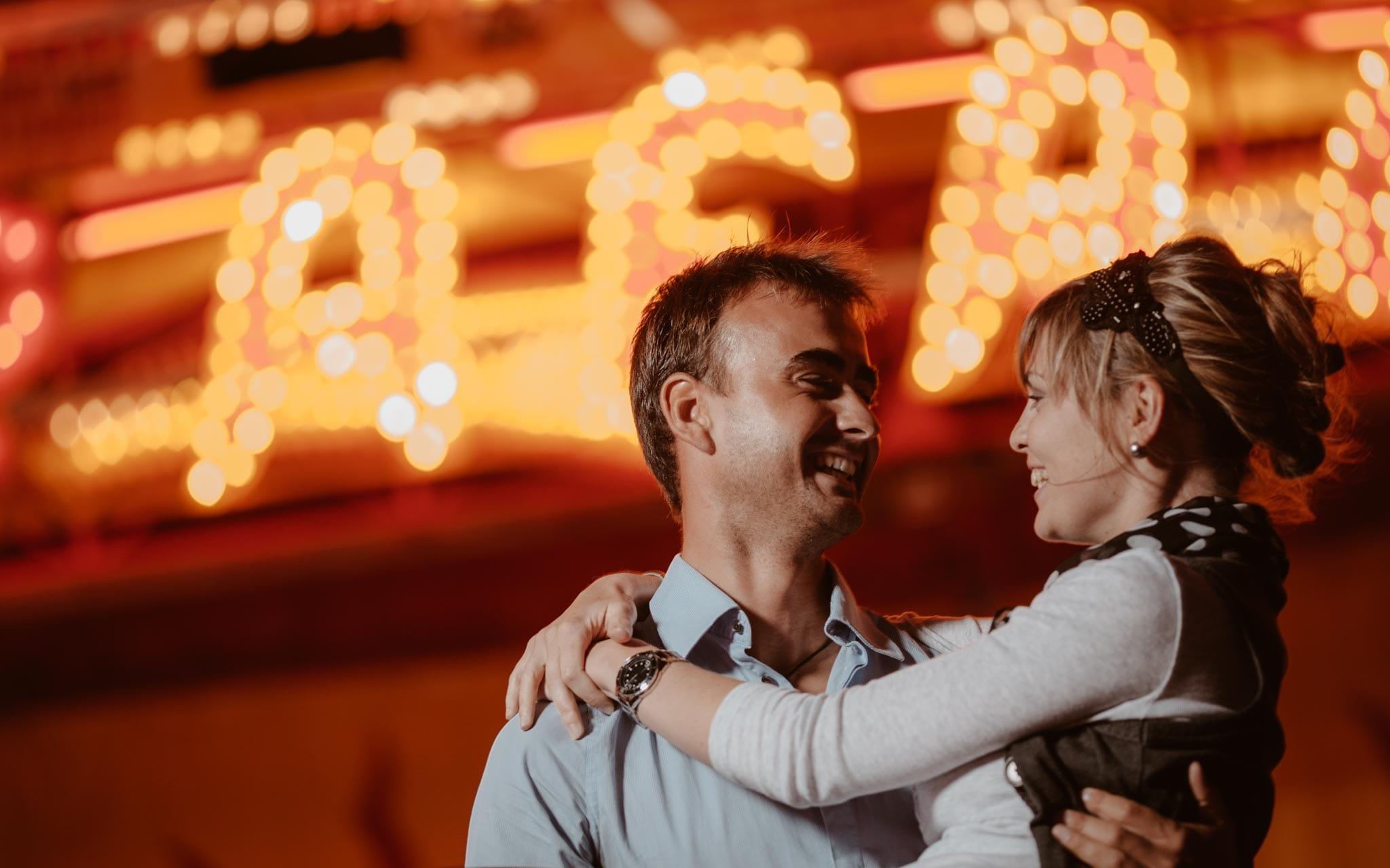 séance photo de couple à la fête foraine de Nantes par Geoffrey Arnoldy photographe
