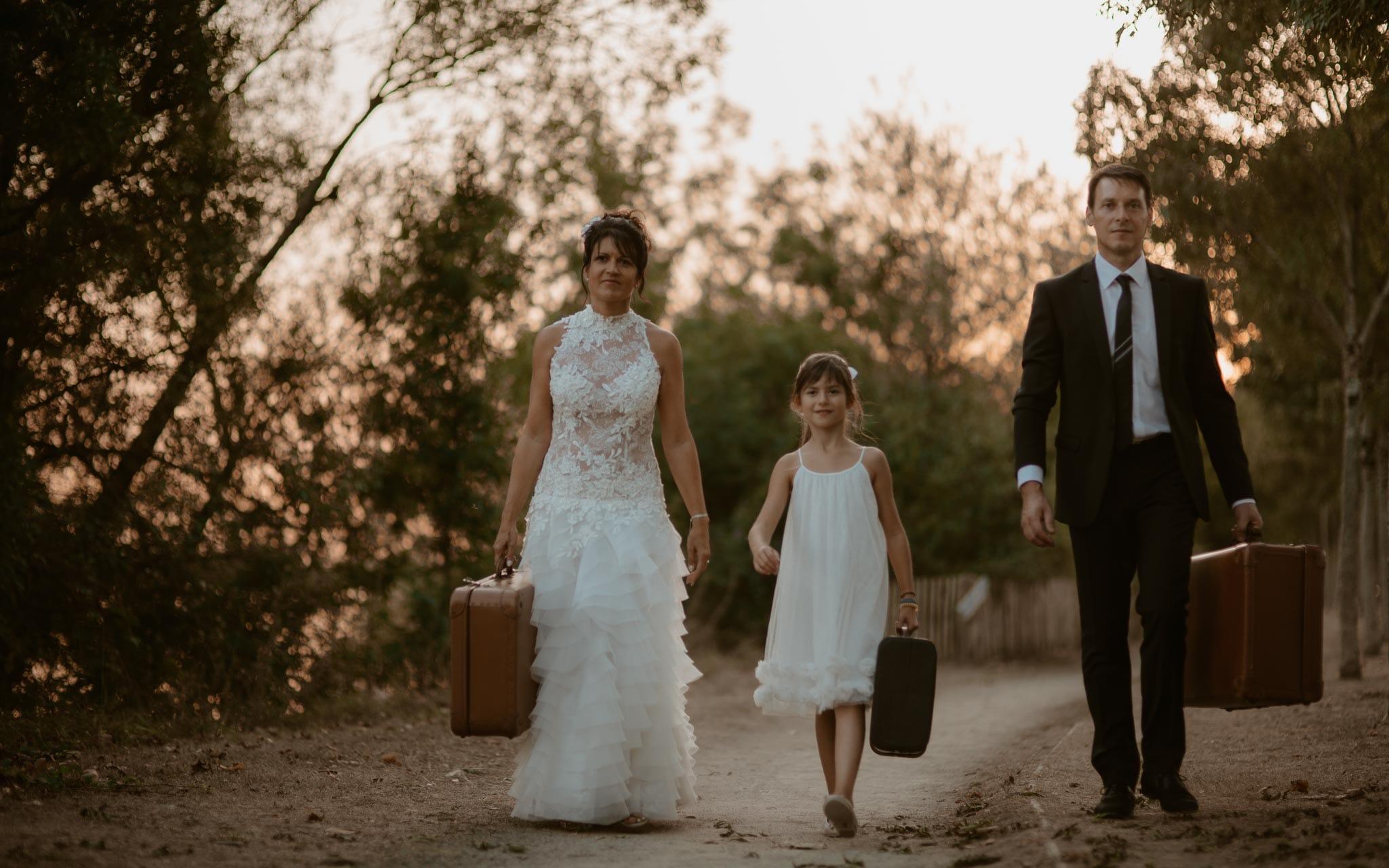 Séance famille après mariage mise en scène en bord de loire aux alentours de Nantes par Geoffrey Arnoldy photographe