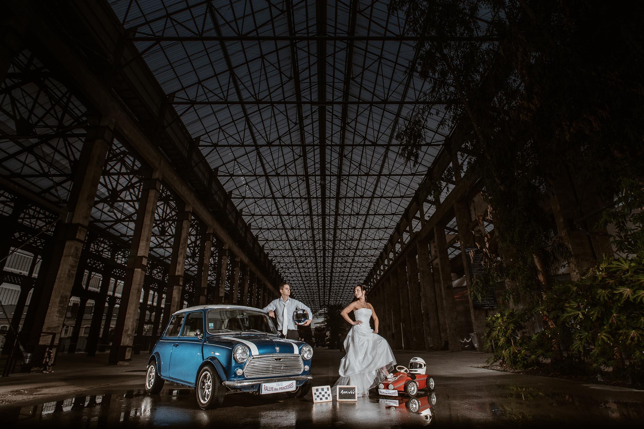 photos de couple poétique et décalée lors d'une séance couple de mariage mise en scène sous les nefs à Nantes par Geoffrey Arnoldy photographe
