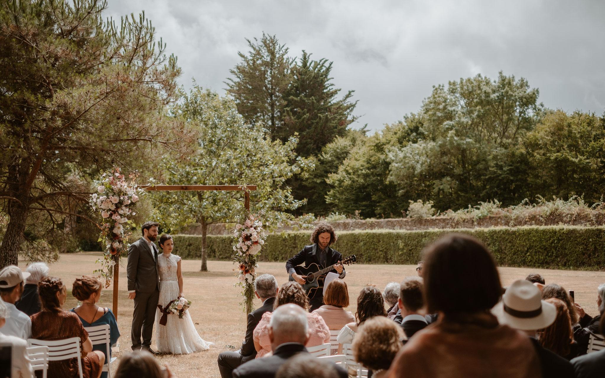 photographies d'un mariage bohème chic au Château de la Rousselière à Frossay
