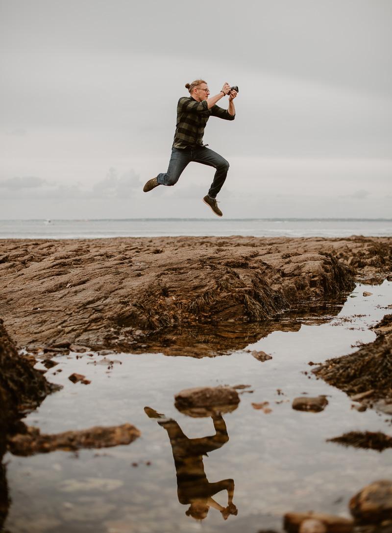 Saut du photographe Geoffrey Arnoldy sur la côte sauvage près de Nantes