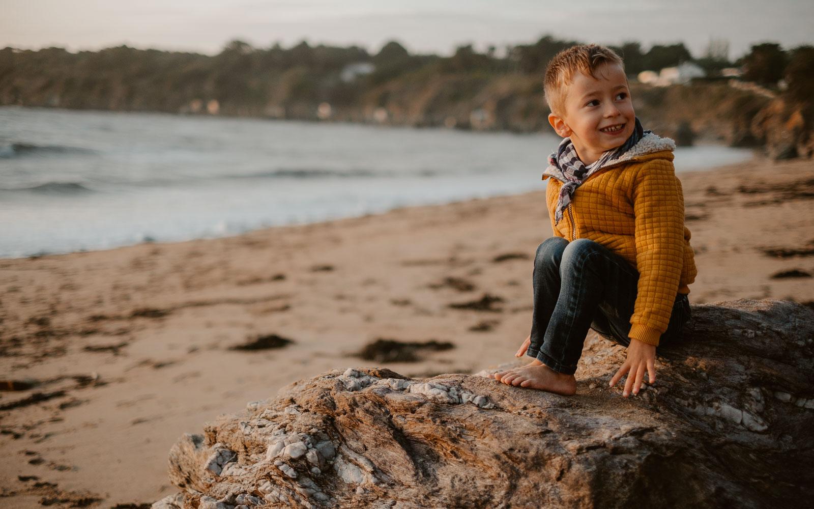 Reportage lifestyle en famille et en extérieur, en pleine nature en bord de mer à Pornic en Pays de la Loire par Geoffrey Arnoldy photographe